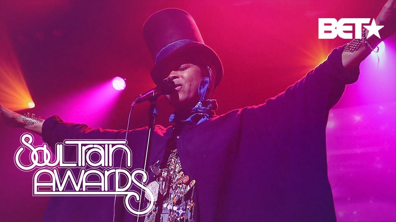 Erykah Badu Is Like No One Else. Solange, Dave Chapelle & More Agree  | Soul Train Awards 2018