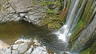 Rumi Punco: un paseo para descubrir túneles y cascadas