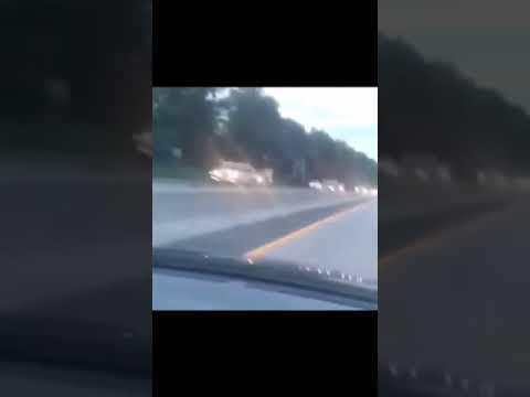 Жесть авария колесо оторвалось на трассе и врезалось в поток машин