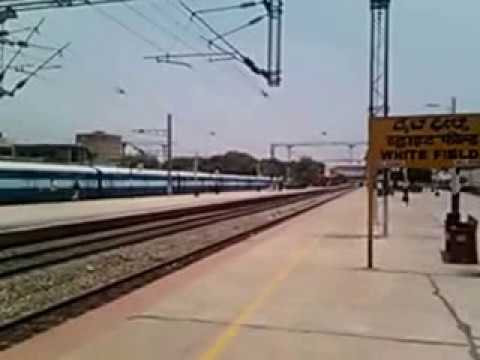 HWH bound Duronto in action at WFD with SRC WAP-4 in lead...