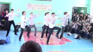 Танец парней на 'А ну-ка, девушки!' (нарезка)