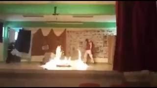 Estudiantes salen quemadas en obra teatral