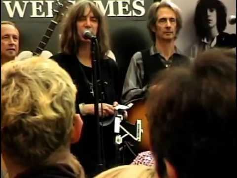 Patti Smith, Tower Records, New York City November 8,2005 Part One