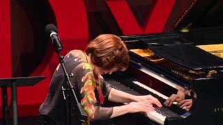Repeat youtube video Overcoming stage fright | Linda Apple Monson | TEDxGeorgeMasonU