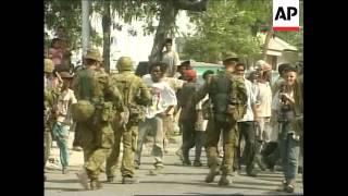 EAST TIMOR: AUSTRALIAN TROOPS ARREST MILITIAMEN (3)