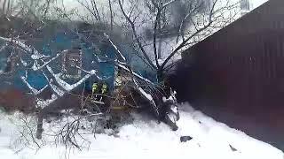 На улице Радищева горит жилой дом