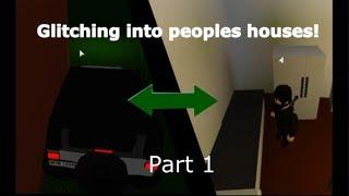 *BREAKING* into peoples houses in Bloxburg [ROBLOX] Part 1
