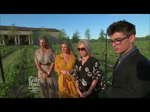 Kelly Celebrates Her Son's Birthday in Niagara Falls