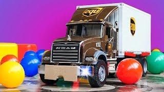 Wir packen den Lastwagen aus - Spielzeugvideo für Kinder - Die Helfer Autos