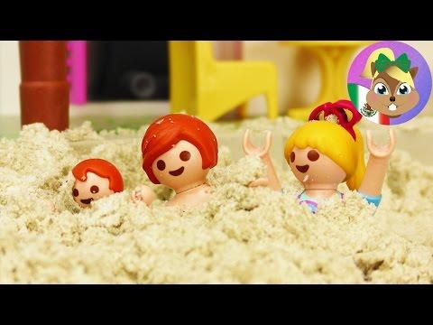 Series de Playmobil en Español-¡ENTERRADOS EN LA ARENA! Familia Pérez