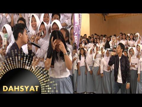 Bastian Menjadi 'Juara Di Hati' Siswi Siswi SMA N 4 Depok [DahSyat] [29 Okt 2016]