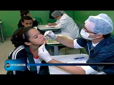 Dentistas voluntários visitam escolas públicas para atender crianças e adolescentes de graça