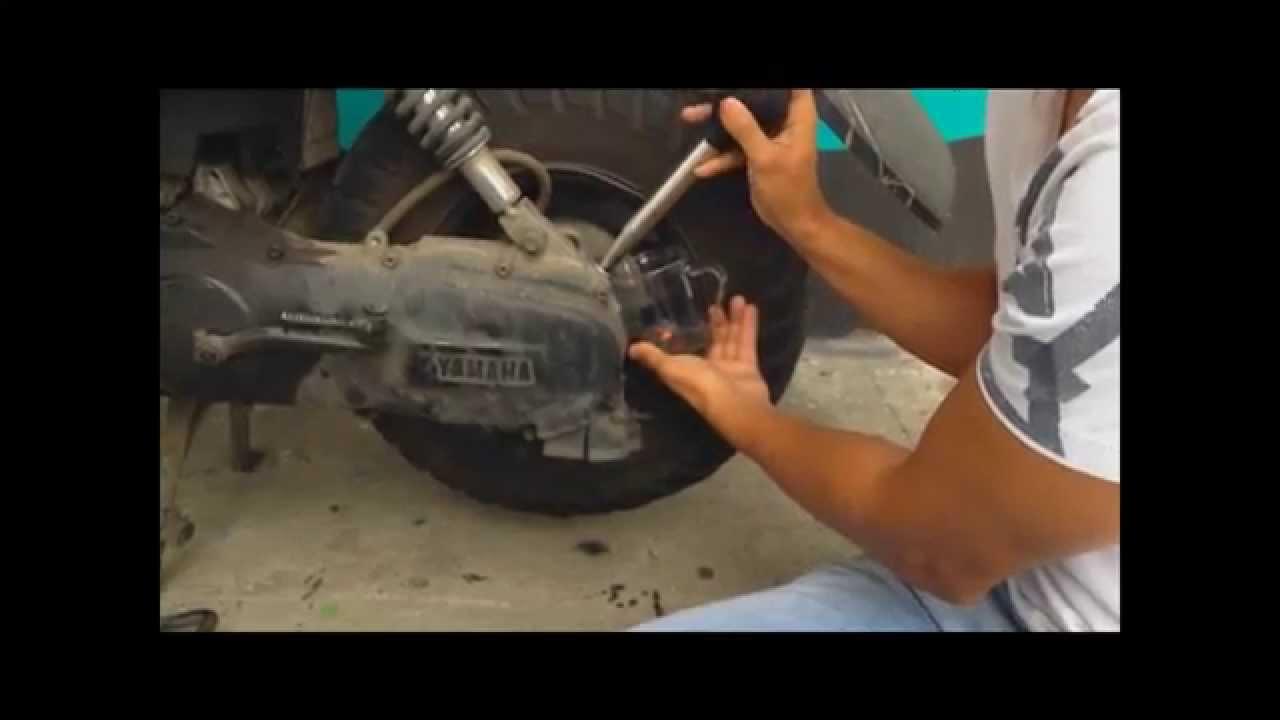 Cambio aceite transmisi n bws 100 youtube - Como sacar aceite del piso ...