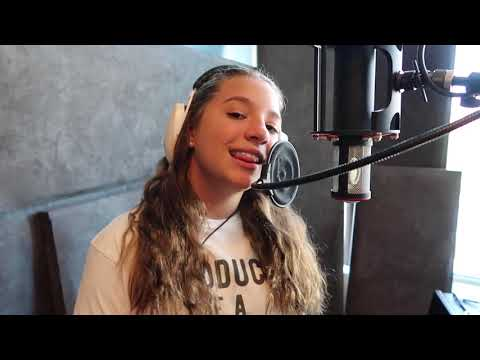 Kelsea Ballerini - Legends - Acoustic Cover (Mackenzie Ziegler)