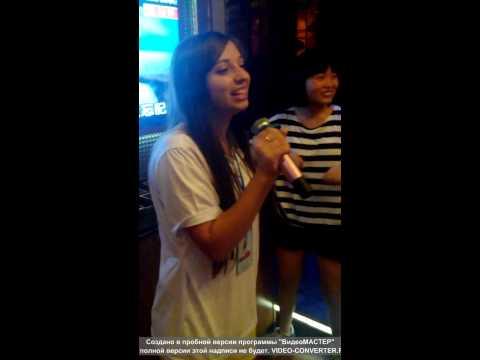 Китайские школьники слушают русскую народную песню. Karaoke room. Zhuzhou