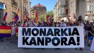 Unas 200 personas se concentran contra la monarquía en Vitoria