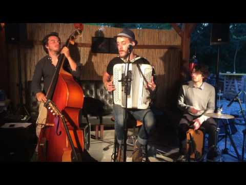 La Fougère (en trio) - Ami Renaud / Live @ Vercheny (Drôme).
