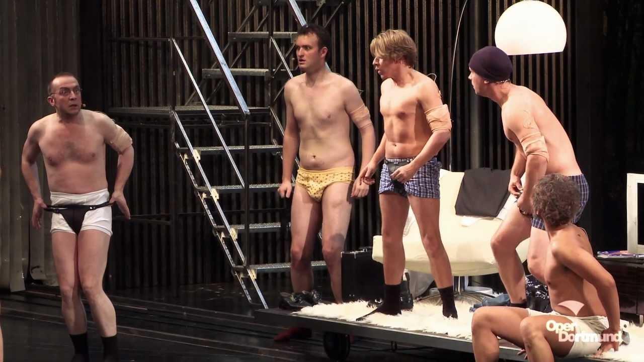 junge für geld nackt ausziehen