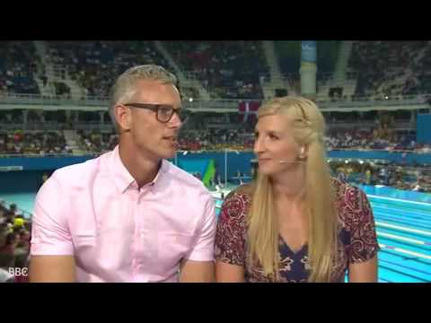 Video the moment Rebecca Adlington to stroke the thigh Mark Foster's thigh under the table