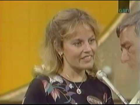 Richard Dawson Meets His Future Wife on Family Feud (1981)