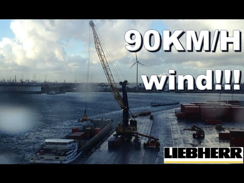 Professional Crane Operator works in STORM WINDS (75 - 90km/h MAX) Mobile harbour container GoPro