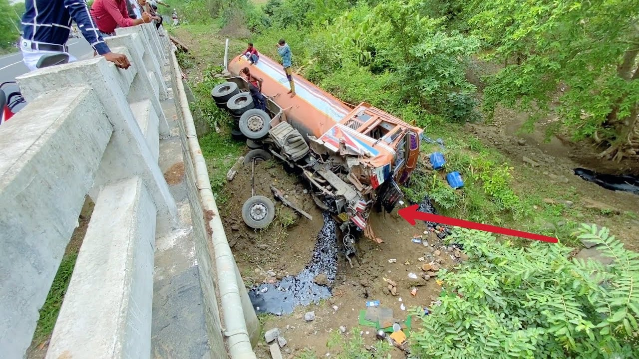 Truck Tankar Accident on Highway very Badly 4 Hydra Rescued together