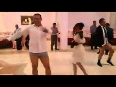 танцы голые на сцене: