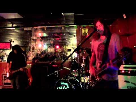 Smile Empty Soul - Chemicals Live 10-9-13 NJ