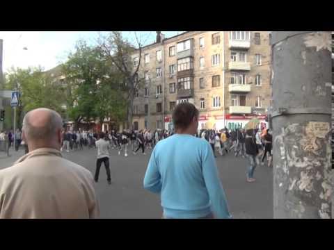 Гарик Харламов и Тимур Батрутдинов - Охранник в Ночном Клубеиз YouTube · С высокой четкостью · Длительность: 2 мин14 с  · Просмотры: более 21.000 · отправлено: 11-3-2017 · кем отправлено: Dushegub na YouTube