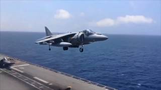 El impresionante aterrizaje vertical de cuatro cazas Harrier de la Armada en el Juan Carlos
