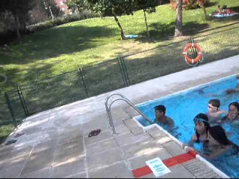 Seres humanos en piscina santa eugenia y tres cantos youtube for Piscina islas tres cantos