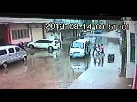 Kidnapping in broad daylight in Shantou, Guangdong province, China
