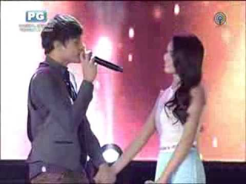 Kathryn, Daniel sing 'With a Smile' at solidarity concert