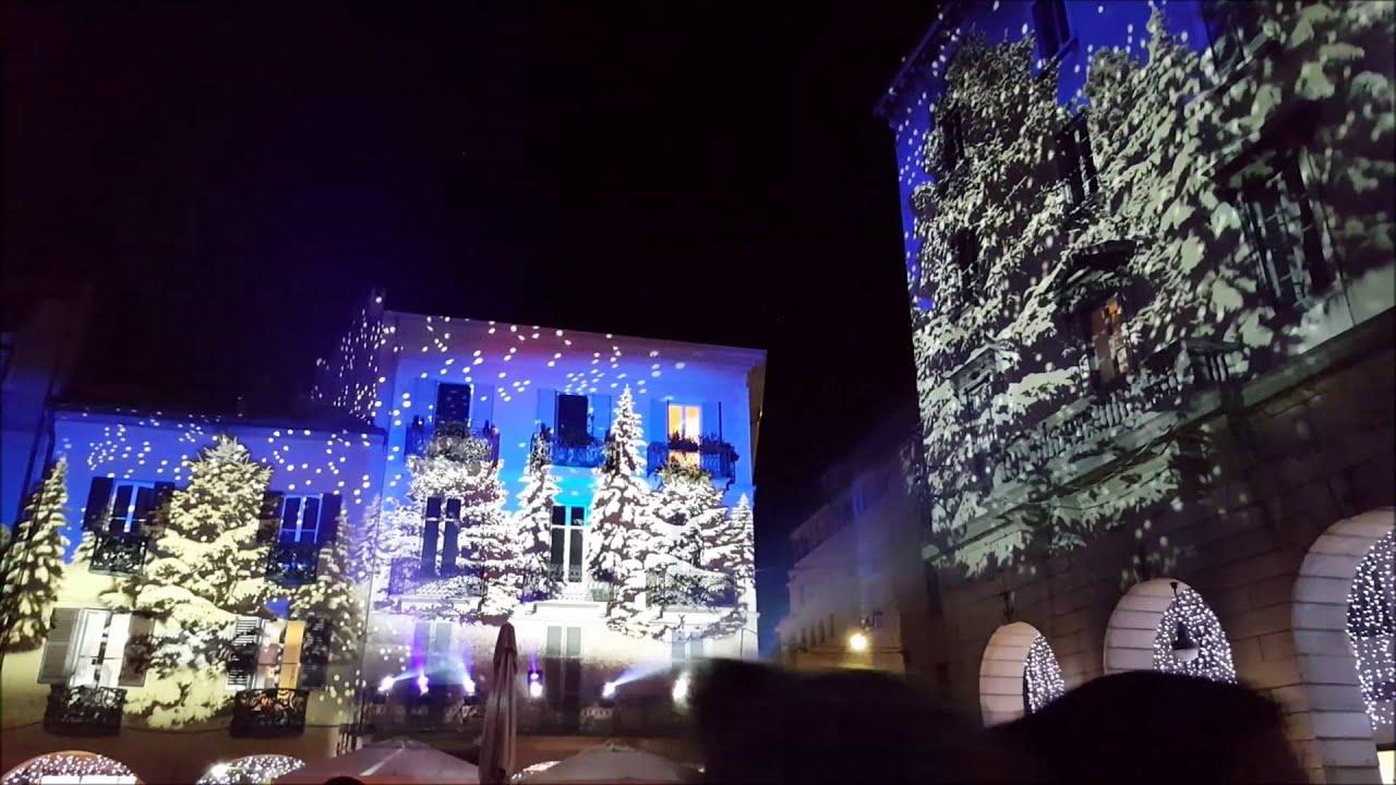Proiezioni Immagini Natalizie.Natale A Como 2015 Mercatini E Proiezioni Luminose Youtube