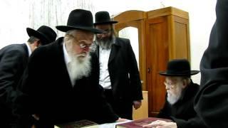 Meeting between Rabbi Elyashiv and Rabbi Azriel Auerbach (2)