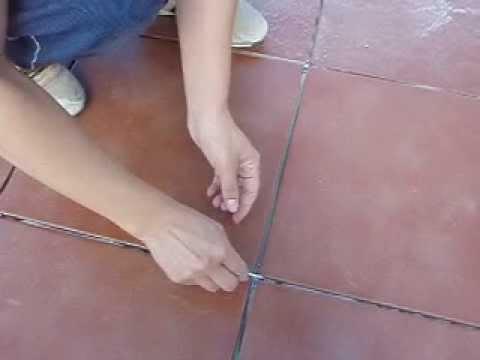 Cmo quitar las crucetas que separan las baldosas de un