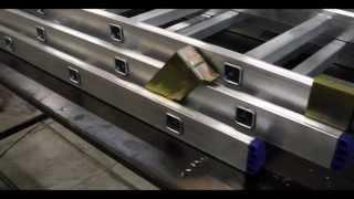 видео Лестница трехсекционная или стремянка алюминиевая