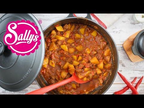 Rindergulasch mit Paprika und Kartoffeln / Gulasch / Sallys Welt