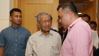 Dr Mahathir unfazed by Najib's popularity on social media