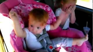 Ребенок танцует под Oppa Gangnam Style.(Как только спящий ребенок услышал Oppa Gangnam Style, он сразу же начал танцевать. Мы Вконтакте: vk.com/borschvideo., 2013-02-10T01:16:41.000Z)