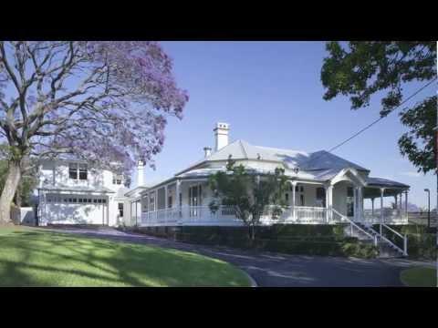 Queenslander villa renovation creates additional space & restores elements of original architecture