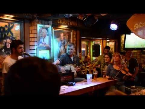 Live Irish music at Oliver St John Gogarty's Dublin pub