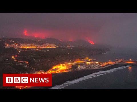 Toxic gas fears as lava from La Palma volcano reaches ocean - BBC News
