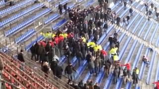 HSV Ultras stürmen den Werderblock