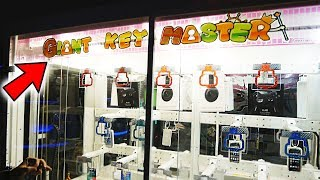 PLAYING THE GIANT KEYMASTER! || Arcade Games