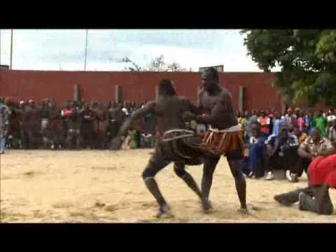COMPETITION DE LUTTE TRADITIONNELLE A ABIDJAN - LUNDI SPORT DU 29 10 2012