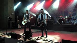 Boyce Avenue - Fix You (Live in SIngapore, February 2015)