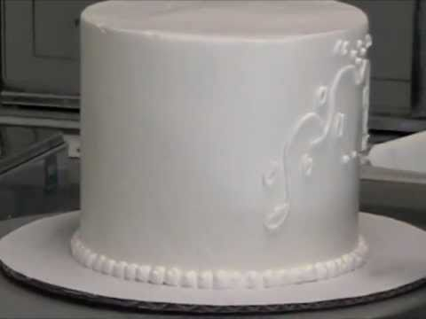 how to ice a wedding cake without marzipan icing a royal wedding cake with the master baker 15749