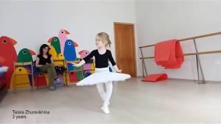 Девочка 3 года танцует. Baby balet. Маленькая балерина. Little ballerina. Таисия Журавихина