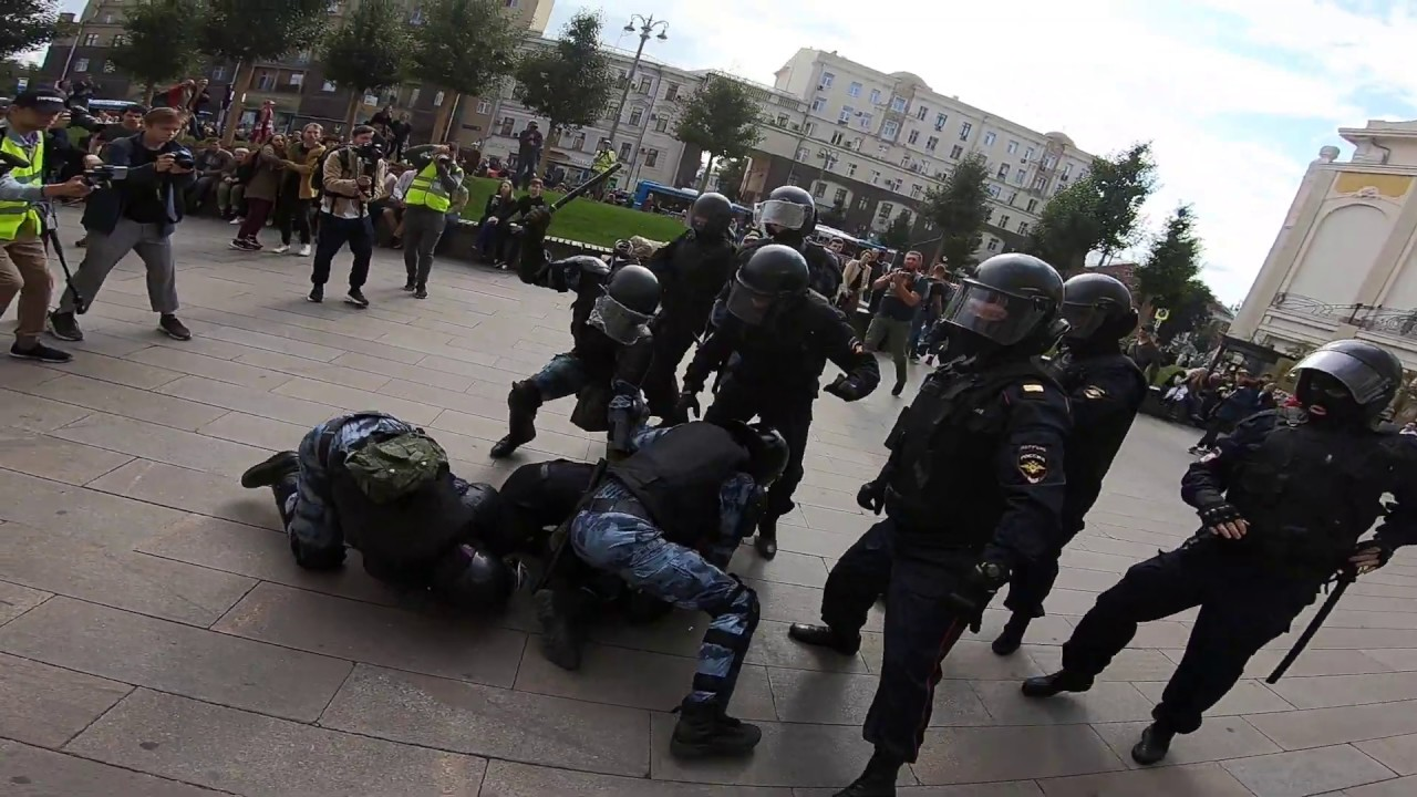 Arrest of Pavel Ustinov at protest in Moscow - 3 August 2019